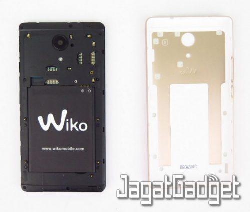posisi SIM dan microSD card