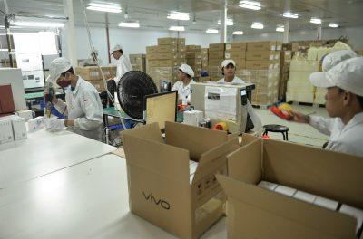 15. Smartphone Vivo yang Siap Dikemas dan Didistribusikan ke seluruh Indonesia