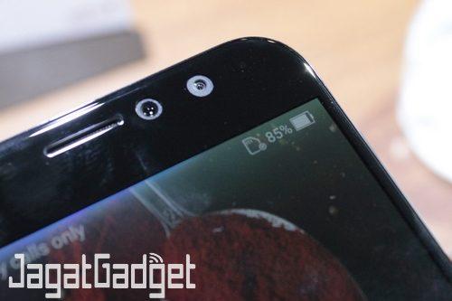 ASUS ZenFone 4 Selfie Pro - 02