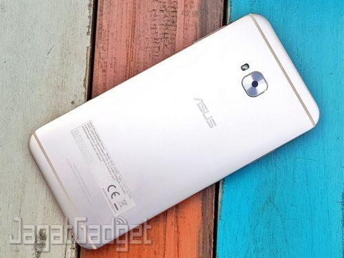 ASUS Zenfone 4 Selfie Pro - 01