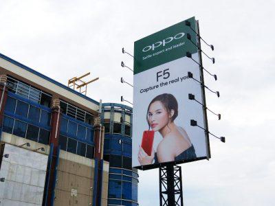 Billboard Chelsea Islan
