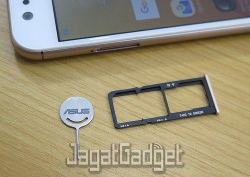 slot SIM1/SIM2 dan microSD card terpisah (non-hybrid)