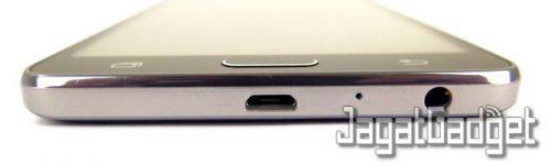 posisi port microUSB, mic dan jack audio