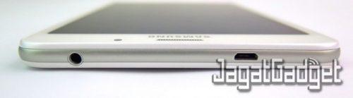 posisi port jack audio 3.5mm dan microUSB