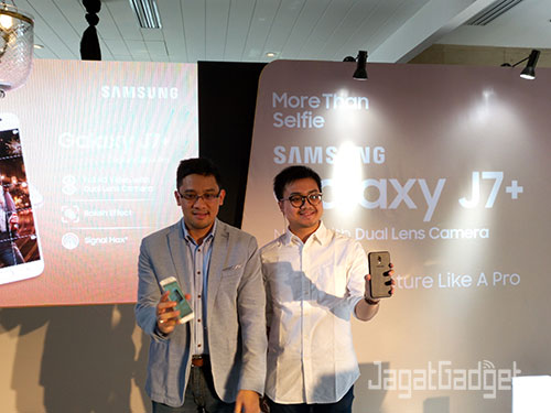 (Kiri) Danny Galant, Head of Product Marketing Samsung Electronic & (Kanan) Ahmad Irfan, Product Marketing Samsung Mobile.