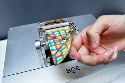BOE flexible AMOLED panel prototype img assist