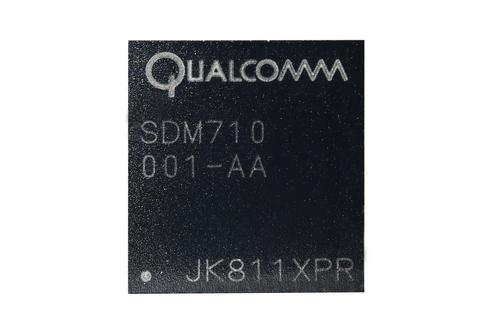 Snapdragon 710 Depan