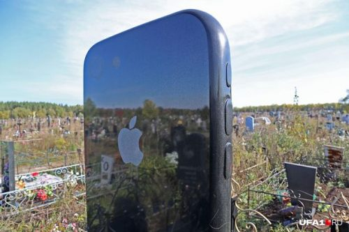 0 PAY iPhone grave in Ufa 3 Ufa1 east2west news