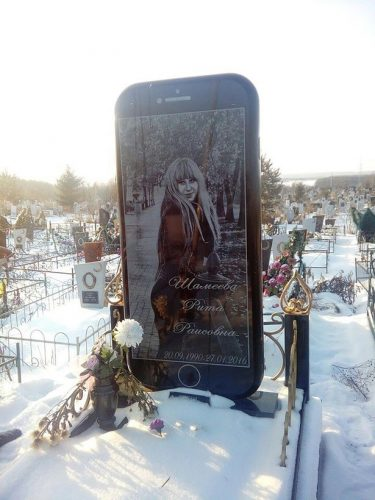 0 PAY iPhone grave in Ufa 5 Dromru east2west news