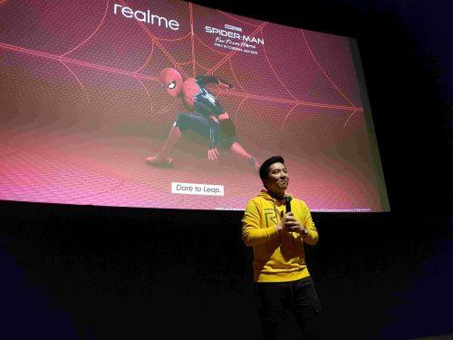 Felix Christian Product Manager realme Indonesia memberikan penjalan kolaborasi Spiderman 2