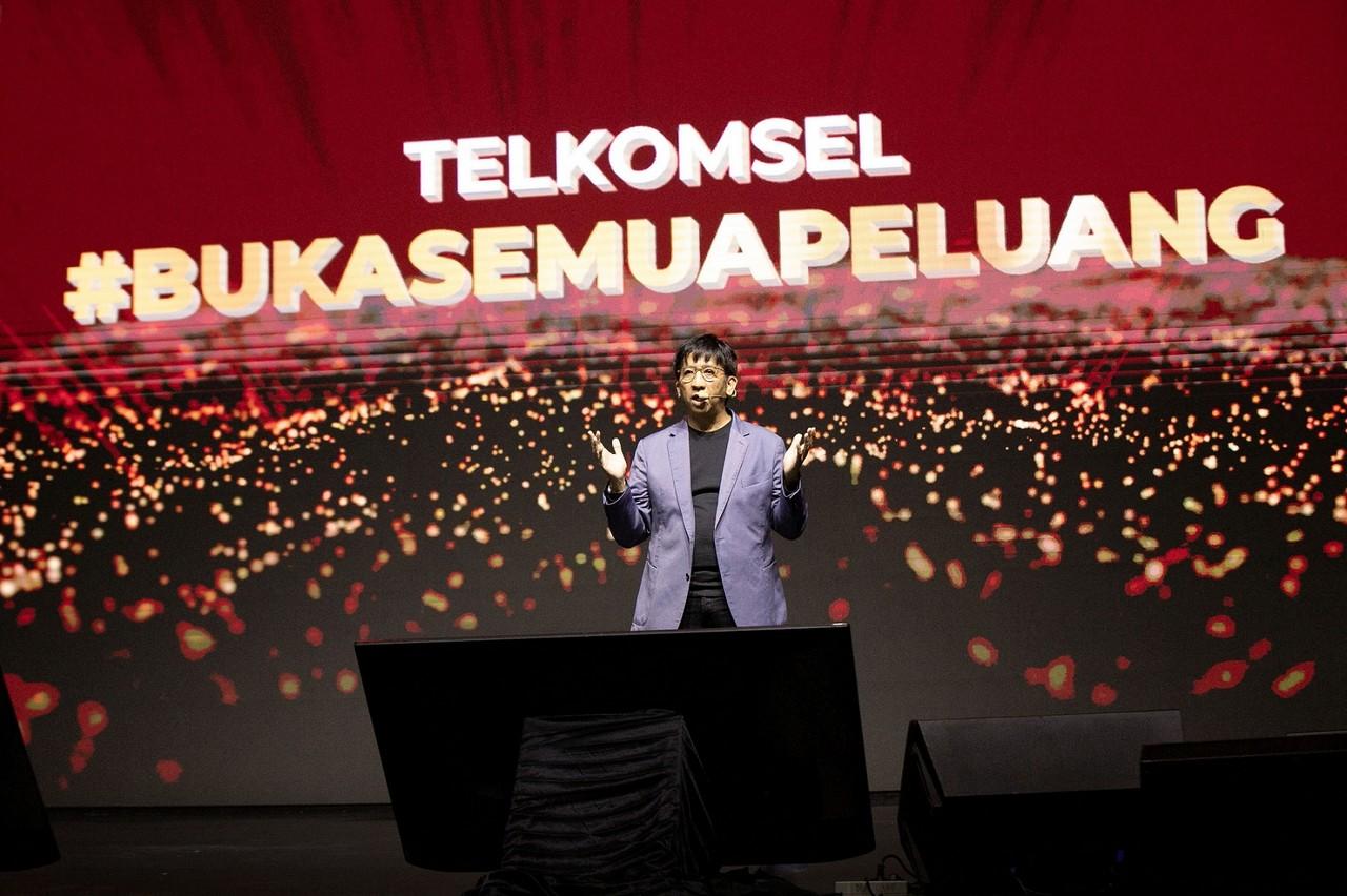 Henry Mulya Syam Telkomsel Buka Semua Peluang - Logo Baru