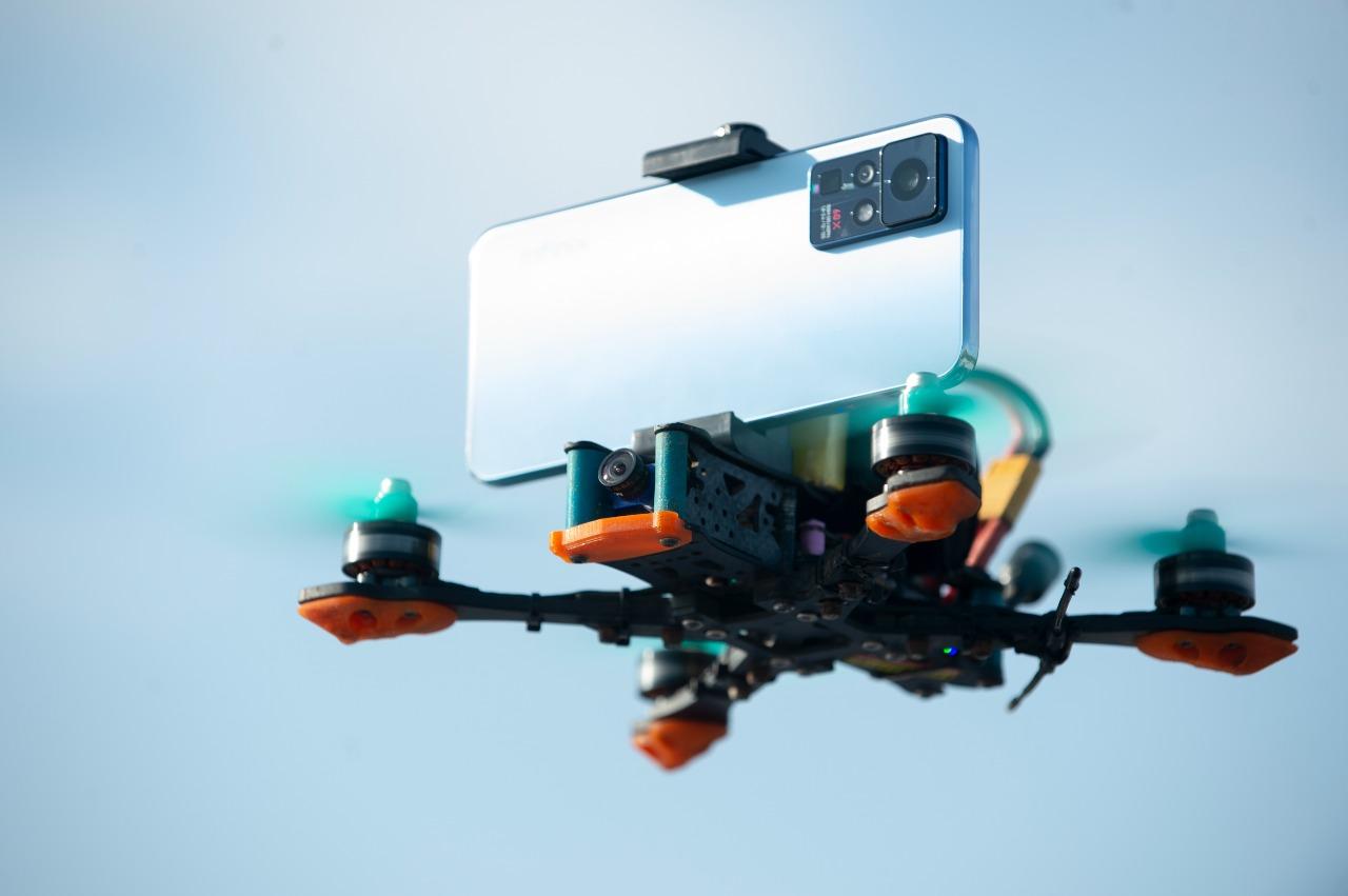 Infinix Zero X series Terbangkan Drone di Yogyakarta